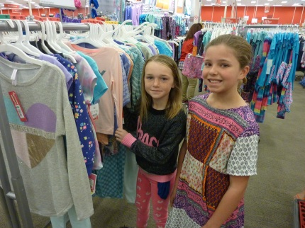 smiling-kids-shopping